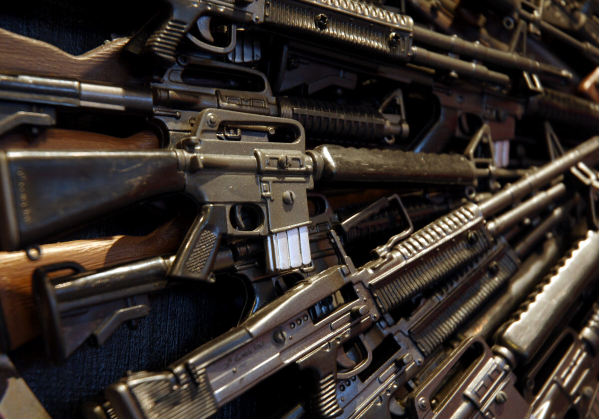Models of different types of guns on display | © Feng Hui, Dreamstime.com