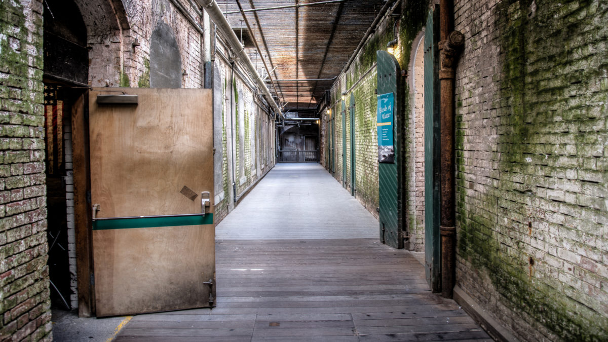 Interior view of the Alcatraz Island, which was a federal prison from 1933 until 1963 © Hakan Can Yalcin | Dreamstime.com