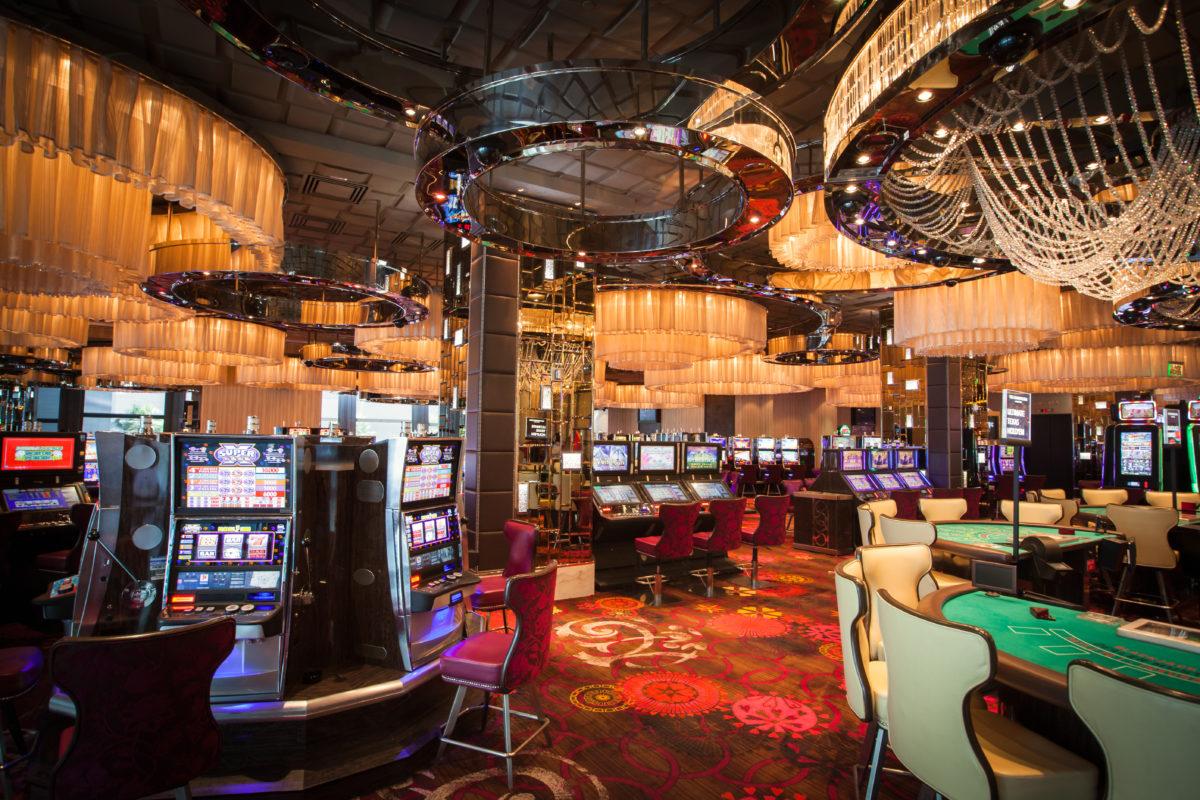 Gamble tables and slot machines in a casino © Maurizio De Mattei | Dreamstime.com