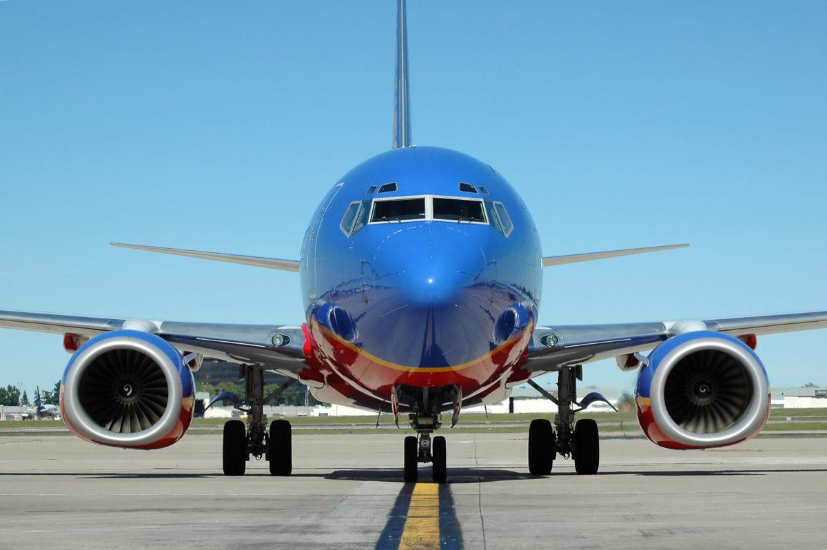 Photo of a plane © Carlosphotos (Dreamstime.com)