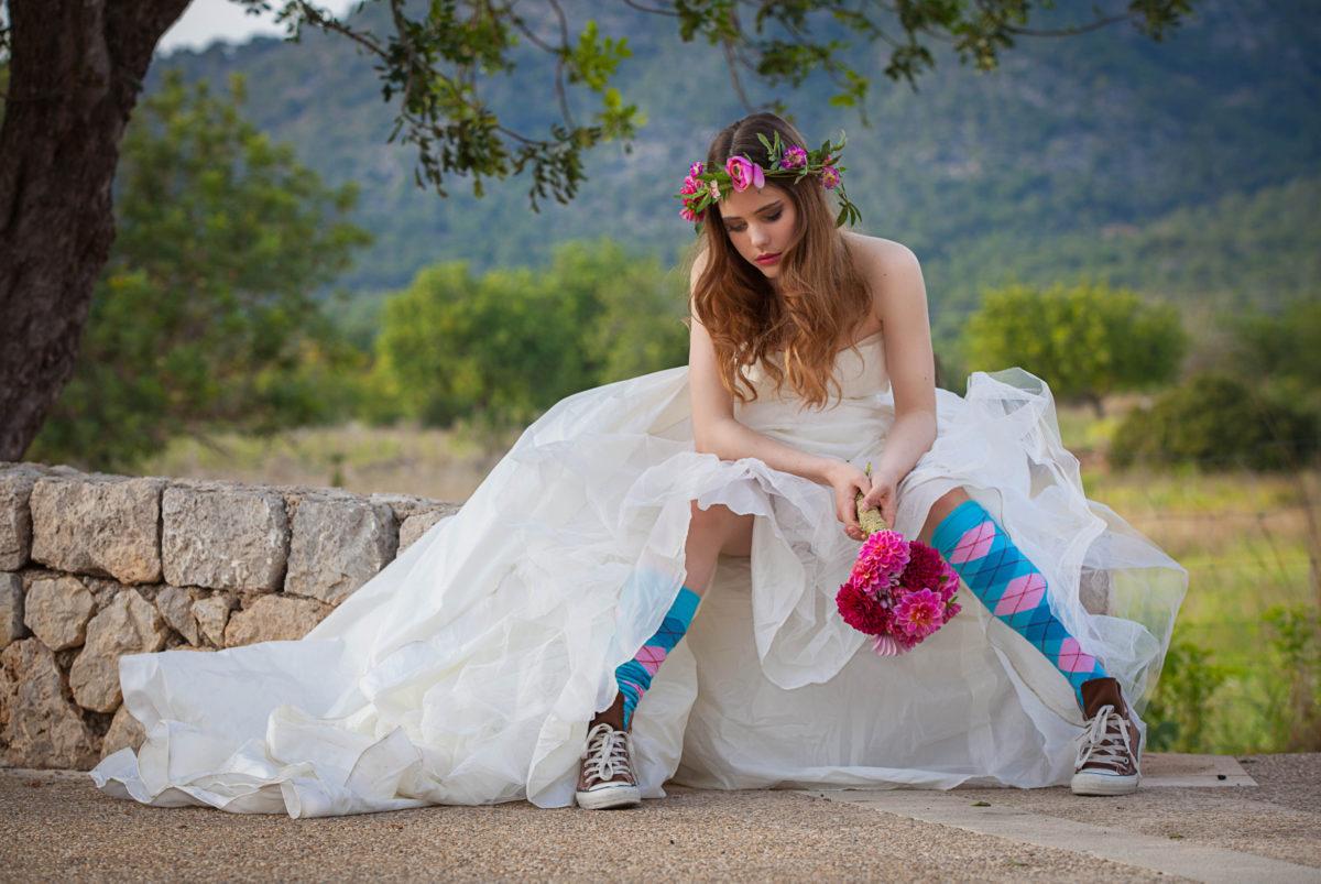 A teenaged bride sits forlornly, quite alone © Godfer | Dreamstime.com