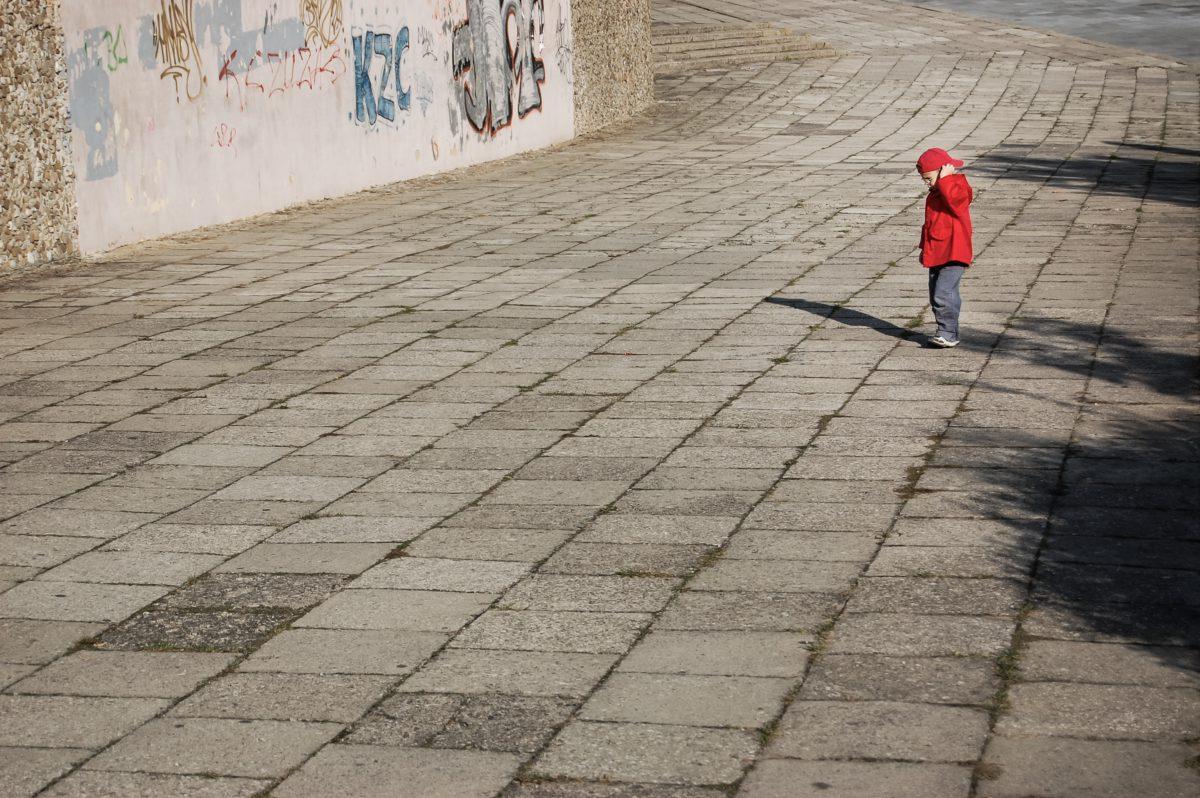 Representative photo of a lonely child | Photo by Michal Jarmoluk | Pixabay