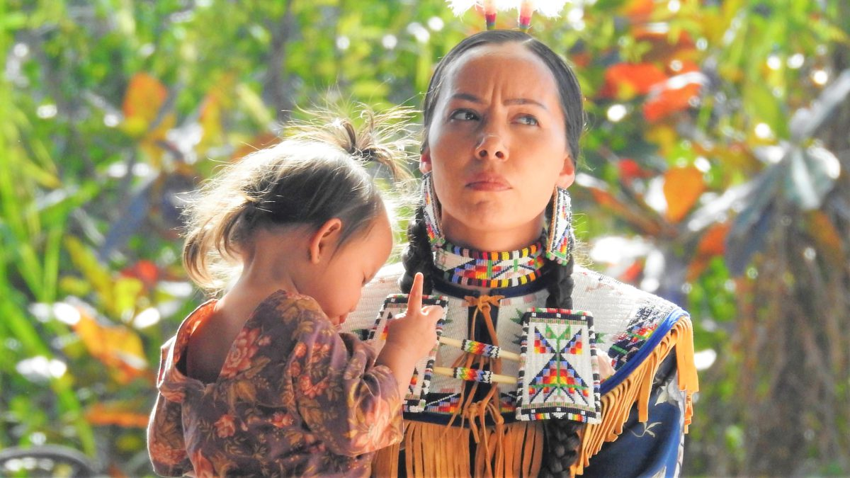 Representative photo of a Native American woman with a child | Image by iGlobalWeb from Pixabay